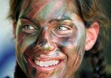 От желающих служить в армии женщин нет
