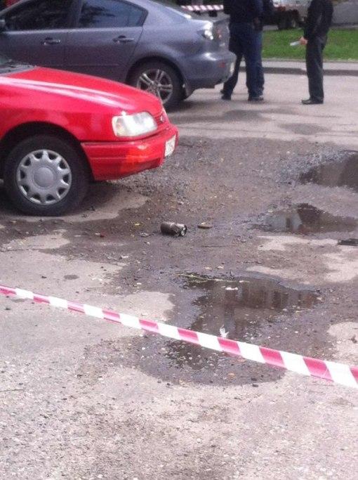 Харьковский пенсионер с крыши дома расстрелял автостоянку и покончил с собой