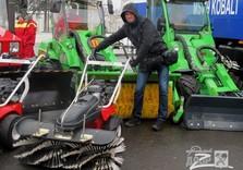 Паша Змей и машинка для уборки снега