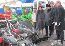Кернес, Вельможная и Нехорошков осматривают технику