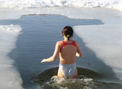 купание на крещение в проруби фото
