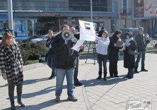 Харьковчане митингуют возле стекляшки