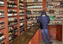 В Украине подешевеет алкоголь и сигареты: подробности