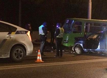 На Белгородском шоссе две легковушки столкнулись с маршруткой - пострадали четыре человека