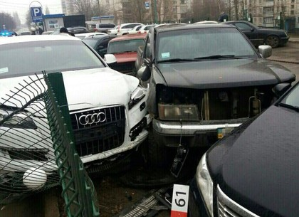 Пьяная женщина-водитель повредила 5 машин