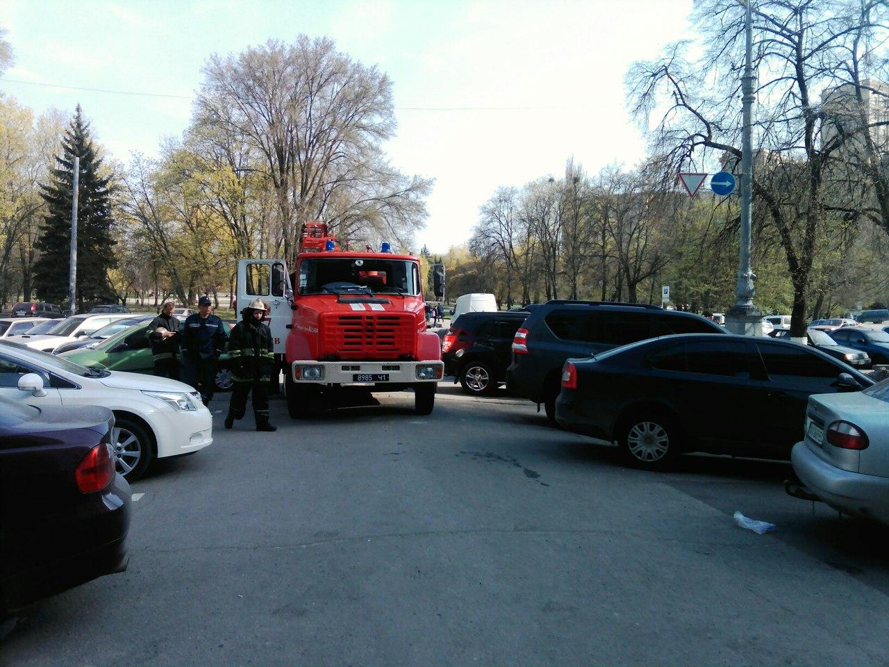 На Алексеевке плавал БТР,  а на площади Свободы пылал Мерседес фото 4