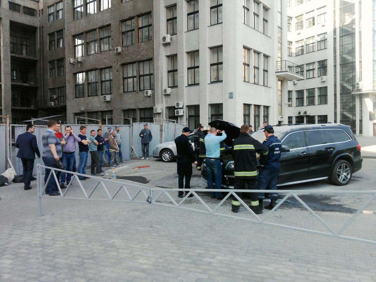 На Алексеевке плавал БТР,  а на площади Свободы пылал Мерседес фото 3