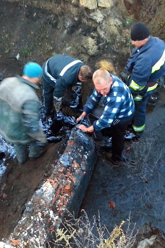 В Харьковской области пенсионер провалился в яму со смолой