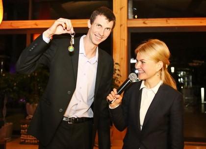 Светличная вручила бронзовому призеру Олимпиады ключи отквартиры
