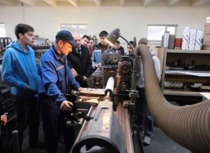 Гройсман: неменее 50% украинской экономики находится втени