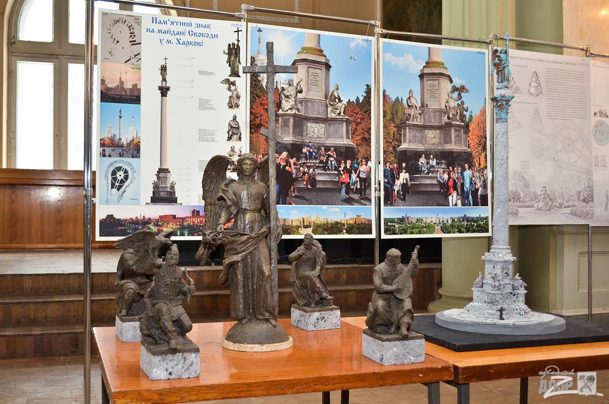 Выставка на площади