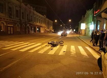 Столкнулись автомобиль и мотоцикл: пострадавшие в больнице (ФОТО)