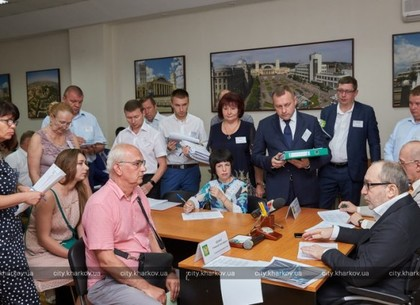 Геннадий Кернес на личном приеме решил проблемные вопросы сотрудников университета строительства и архитектуры