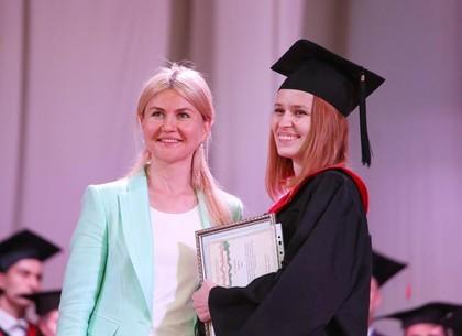 Глава ХОГА вручила дипломы лучшим выпускникам НТУ «ХПИ»