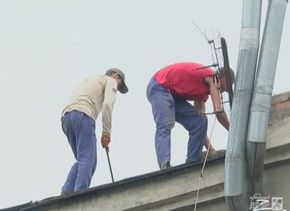 Харьковские коммунальщики взялись за старый дом