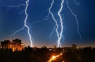Харьковчан предупреждаюто ливнях со шквалами и грозой