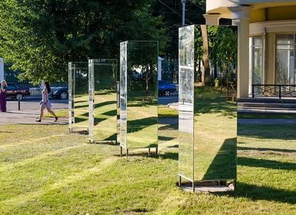 Зеркальные лабиринты и гигантская клумба - новые места для селфи в центре Харькова