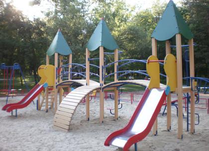 В Краснограде прокуратура нашла опасные детские площадки