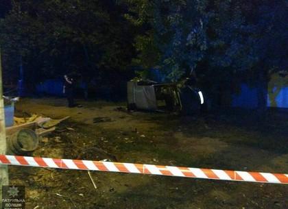 На Плановой BMW врезался в столб: пассажир погиб