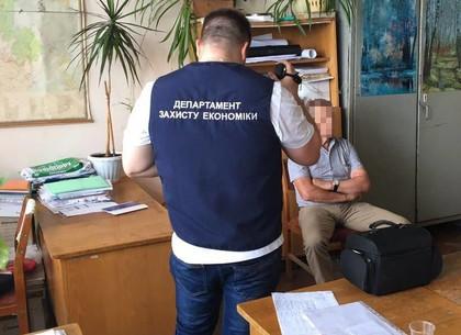 Доцента харьковского вуза поймали на взятке