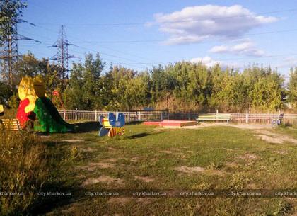 Администрация Киевского района просит полицию навести порядок на проблемной детской площадке