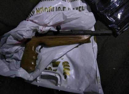 На Харьковщине задержали автомобиль с оружием и боеприпасами