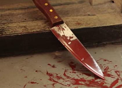 Обидчик ранил мужчину иженщину ножом: Пострадавшая скончалась
