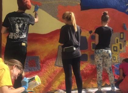 Харьковские школьники создали панно на тему свободы и равноправия