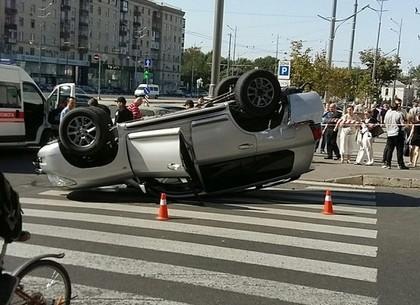 ДТП в центре Харькова: внедорожник приземлился на крышу