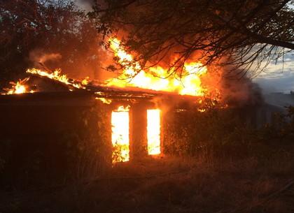 Пожар в Балаклее: сгорели хозпостройки