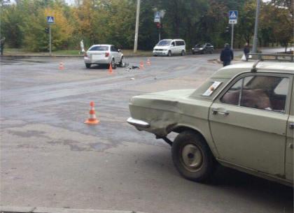Перевернутый искореженный автомобиль, погибший шофёр - ДТП наСалтовке