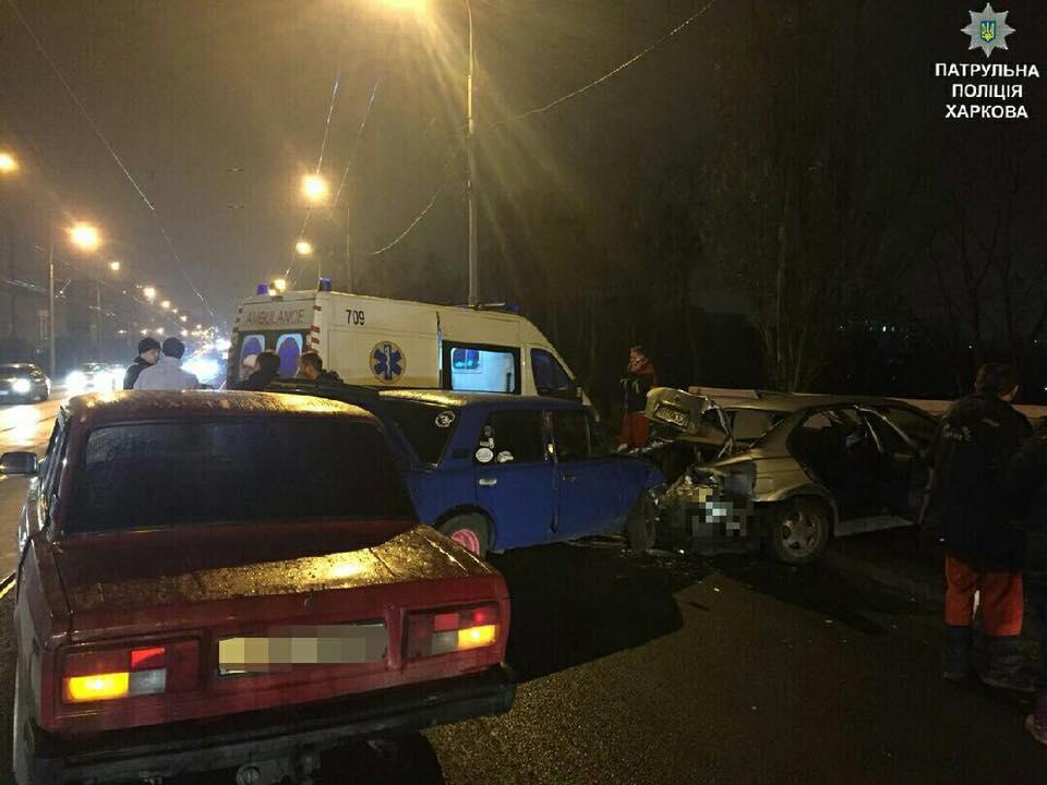 Тройное столкновение  в Харькове: Пострадал мужчина (ФОТО)