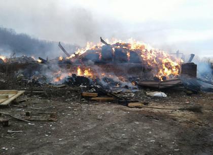 На Харьковщине спасатели тушили крупный пожар
