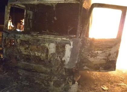 ВХарьковской области находу зажегся грузовой автомобиль спродуктами