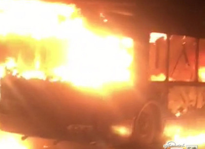 Троллейбус спассажирами зажегся впериод движения вХарькове