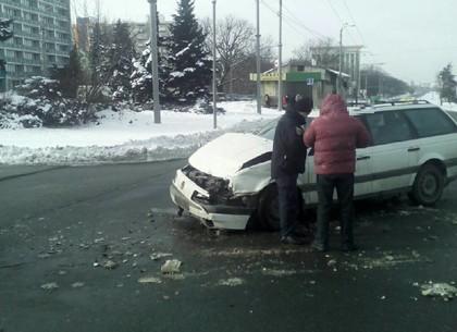 Автомобили не поделили дорогу: Пострадавший в больнице (ФОТО)