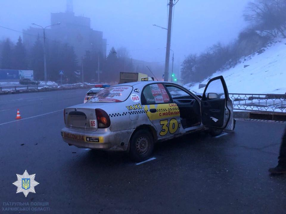 Авария: На одном из городских перекрестков столкнулись автомобили (ФОТО)