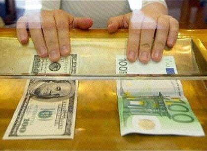 Руб. уступил доллару иевро больше 10 копеек