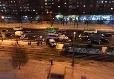 На Холодной Горе Мeрсeдeс переехал женщину-пешехода