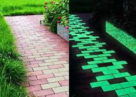 Студенты из Харькова разработали тротуарную плитку, которая накапливает днем солнечную энергию и светится ночью