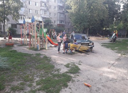 Пьяный водитель разнес детскую площадку