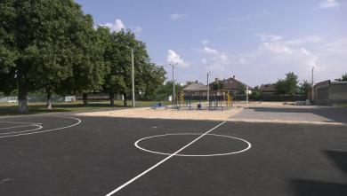 В Харькове продолжается реконструкция стадионов школ и детских садов