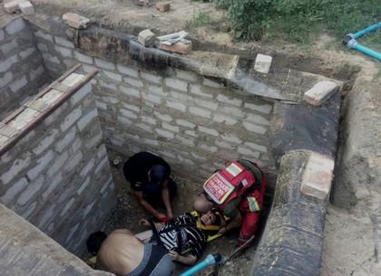 Спасатели с помощью спецсредств вытащили женщину из каменной ямы