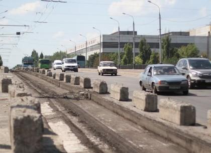 На Коммунальном мосту временно меняется схема движения транспорта: как ходят троллейбусы и маршрутки