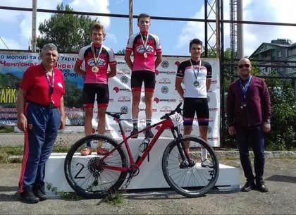 Харьковские велосипедисты добыли очередное «золото» в Черновцах