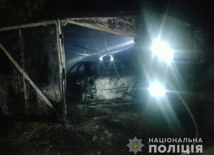 Ночью по Харькову горели две машины в гаражах