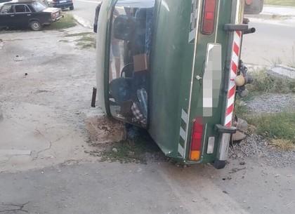 ДТП на Шишковке: автомобиль перевернулся, два человека - в больнице