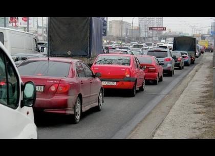 Обрушившийся мост потянул за собой ремонт перекрестка и пробки на въезде в Харьков минимум на месяц