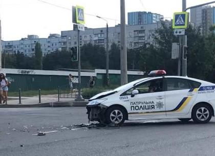 Полицейский Prius попал в ДТП на Салтовке (ФОТО, Обновлено)