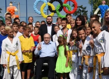 Геннадий Кернес открыл новый школьный стадион